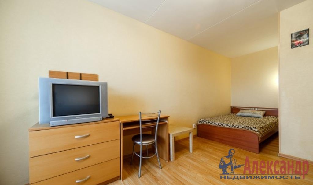 1-комнатная квартира (50м2) в аренду по адресу Оптиков ул., 38— фото 2 из 4
