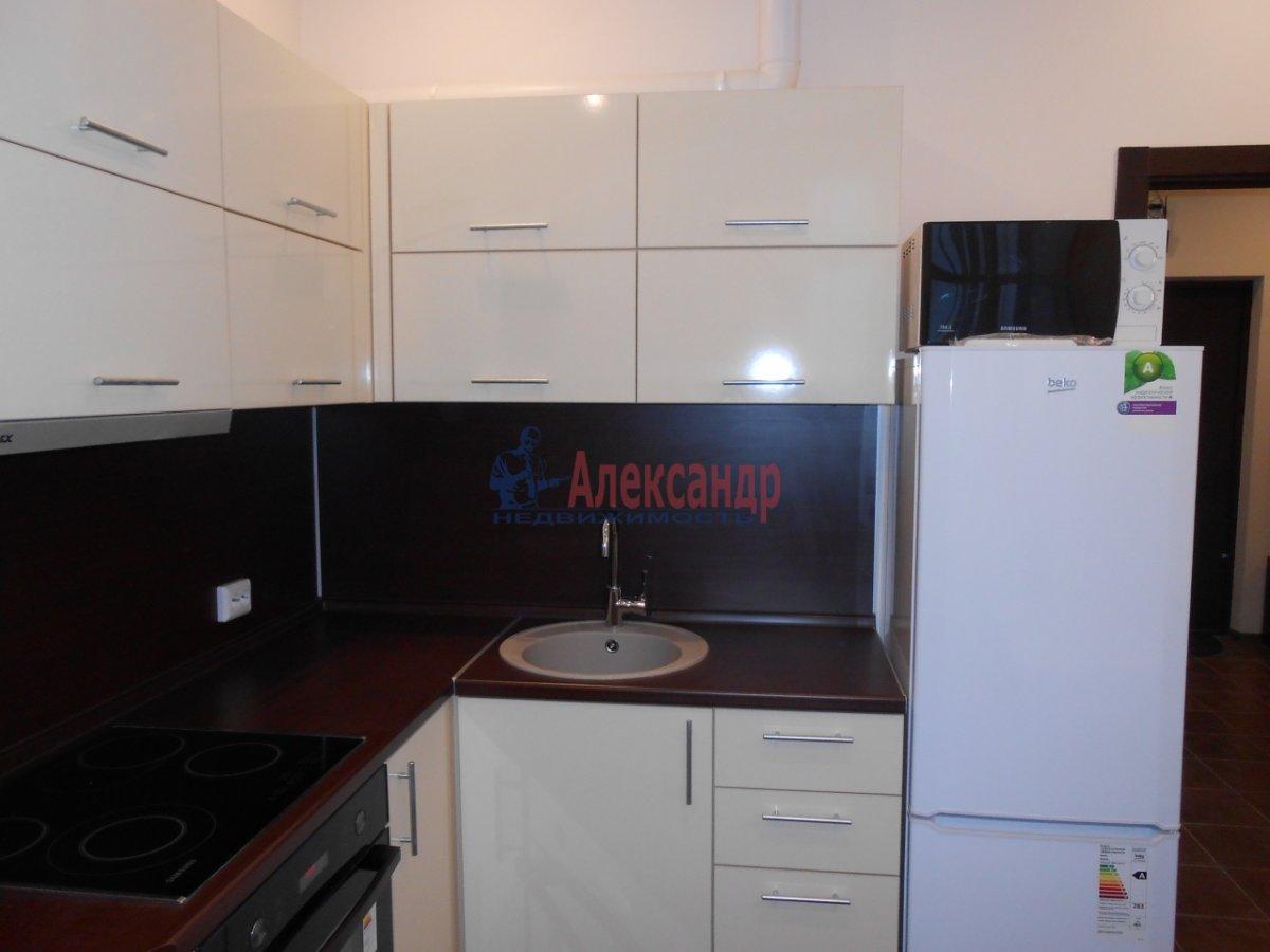 2-комнатная квартира (71м2) в аренду по адресу Учительская ул., 18— фото 11 из 12