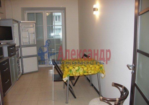 2-комнатная квартира (71м2) в аренду по адресу Композиторов ул., 12— фото 4 из 8