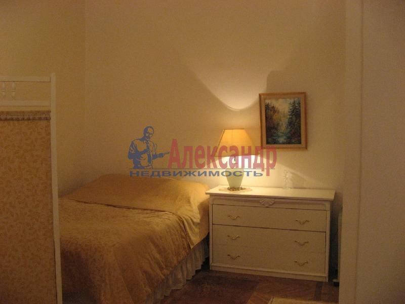 1-комнатная квартира (70м2) в аренду по адресу Рубинштейна ул., 3— фото 10 из 13