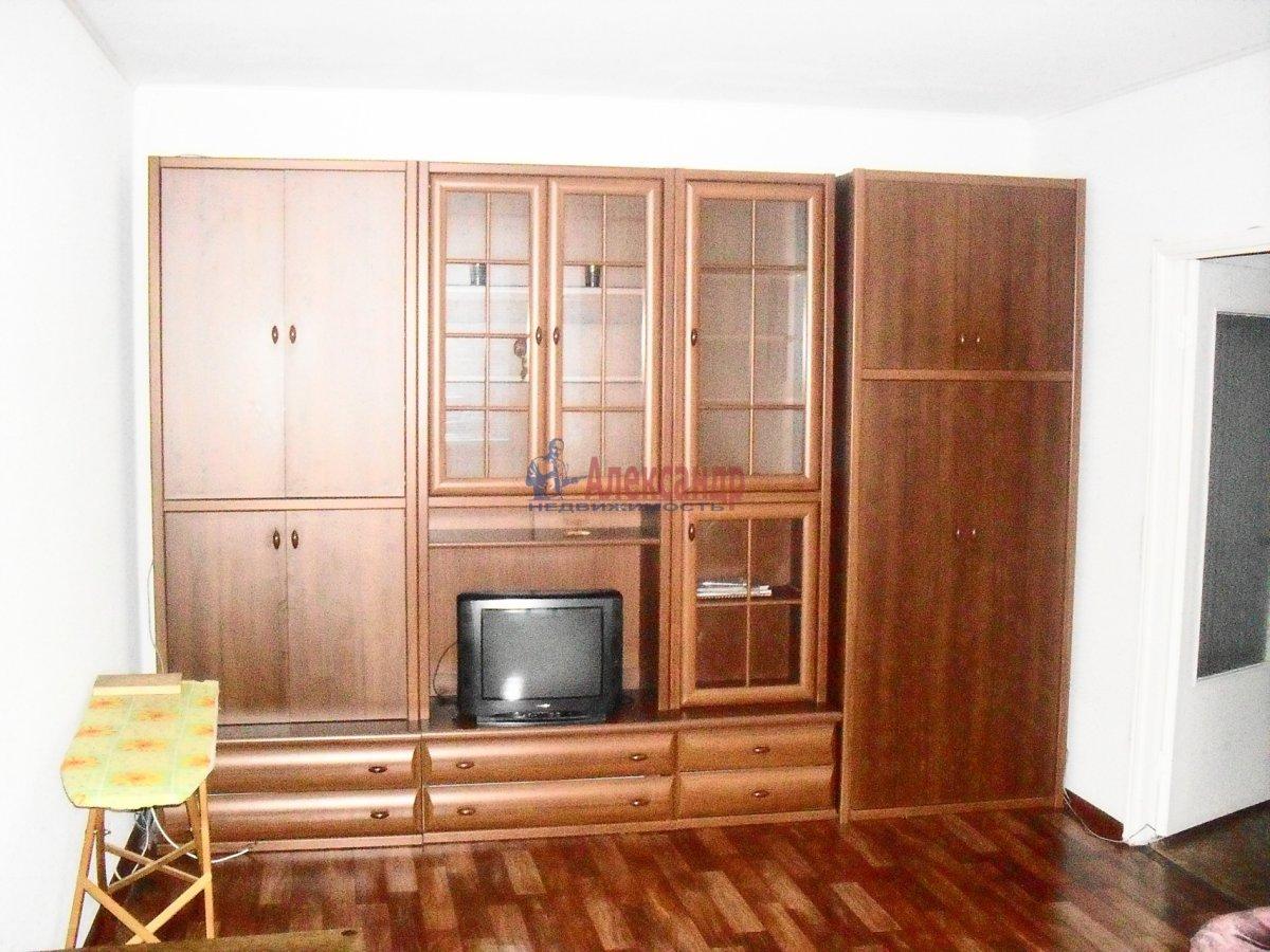 1-комнатная квартира (38м2) в аренду по адресу Ворошилова ул., 24— фото 1 из 4