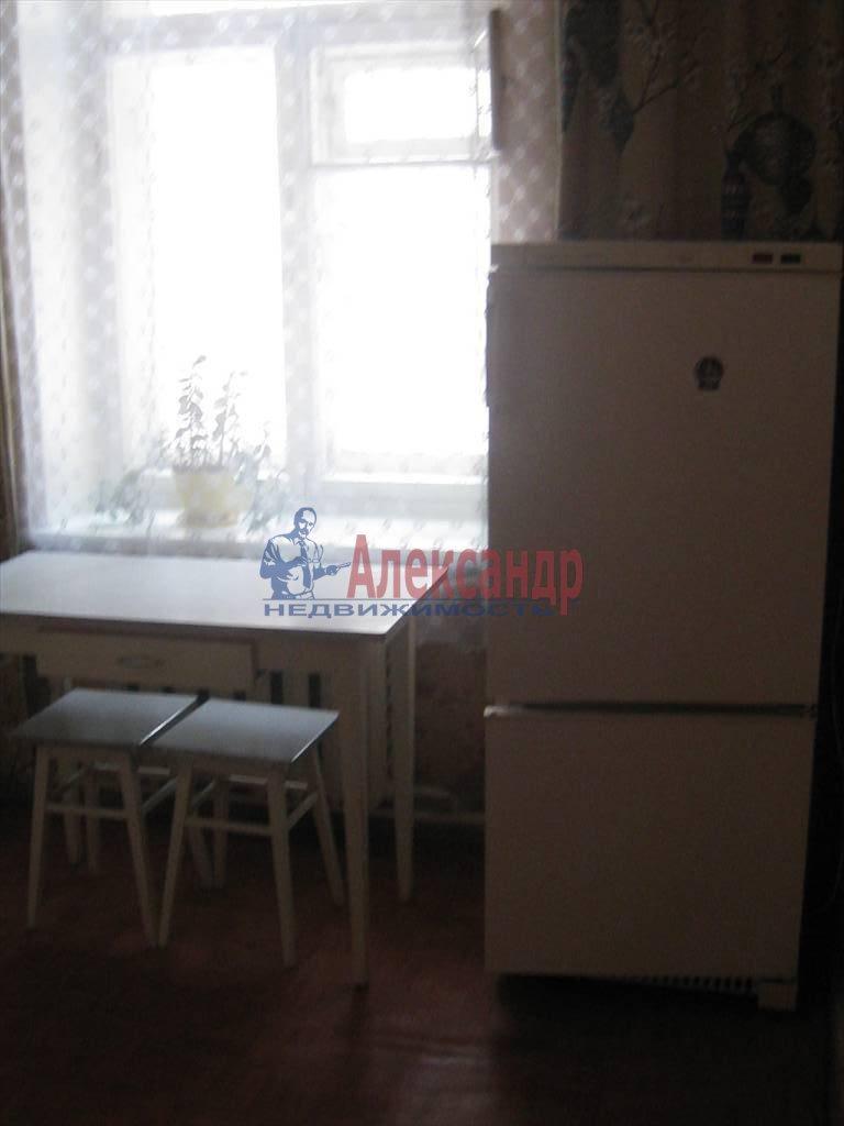 2-комнатная квартира (60м2) в аренду по адресу Кирочная ул., 46— фото 3 из 5