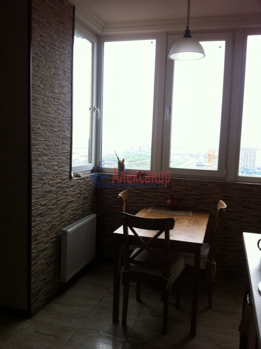 2-комнатная квартира (65м2) в аренду по адресу Богатырский пр., 22— фото 2 из 4