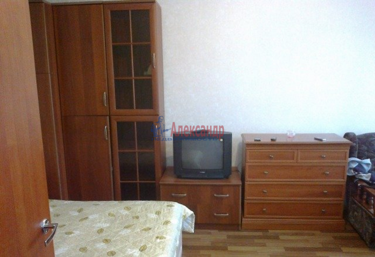 1-комнатная квартира (44м2) в аренду по адресу Ленинский пр., 115— фото 2 из 7