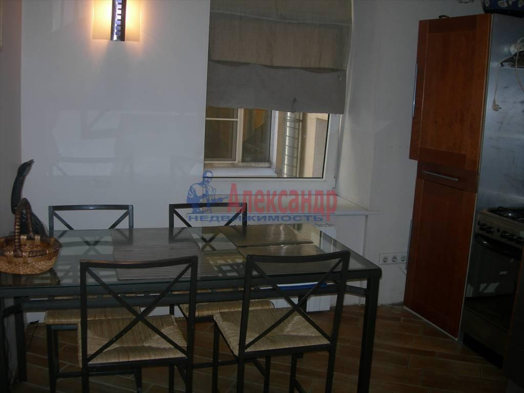2-комнатная квартира (80м2) в аренду по адресу Маяковского ул., 1— фото 2 из 6