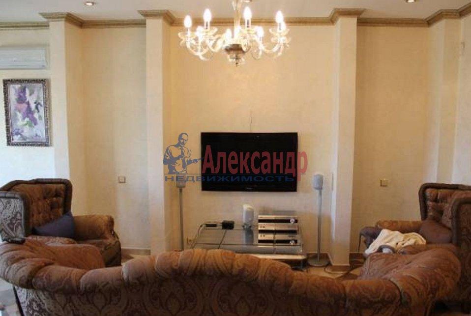 2-комнатная квартира (70м2) в аренду по адресу Реки Мойки наб.— фото 1 из 3