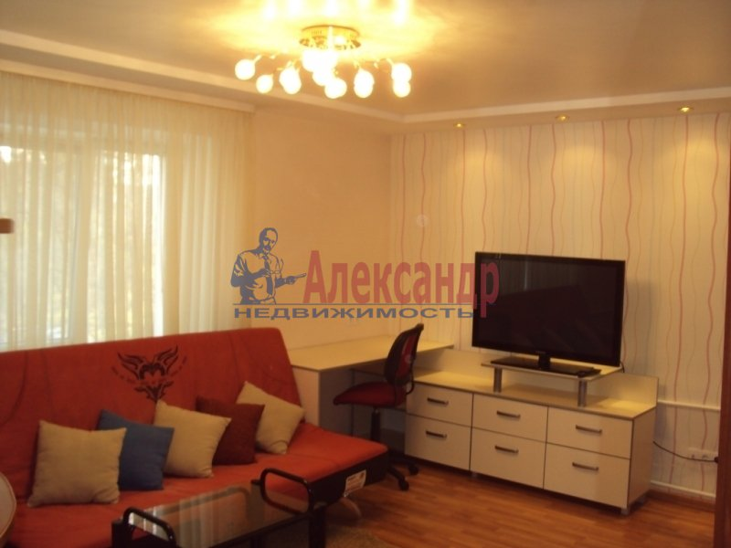 1-комнатная квартира (42м2) в аренду по адресу Комендантский пр., 17— фото 1 из 3