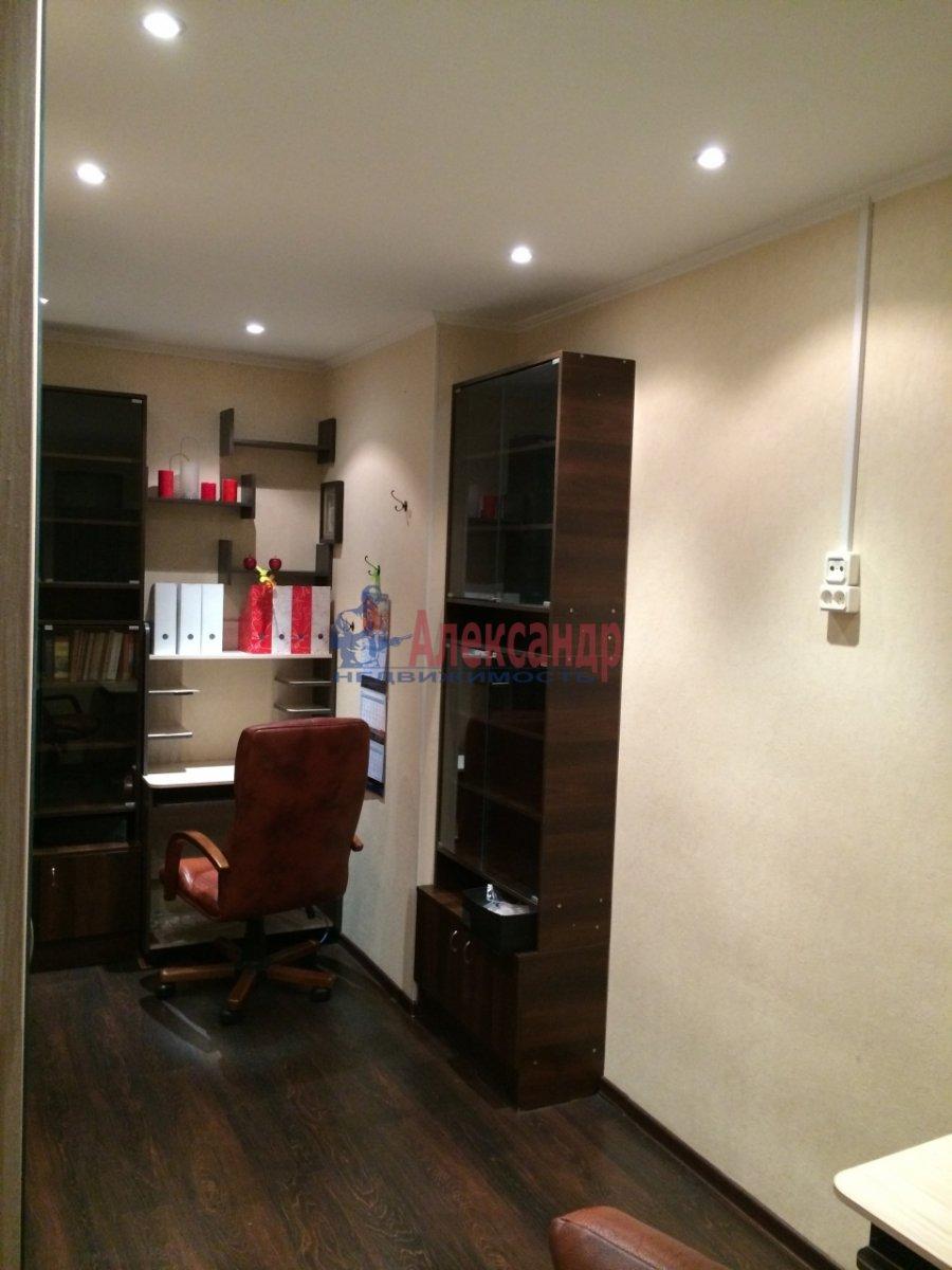 3-комнатная квартира (60м2) в аренду по адресу Киришская ул., 4— фото 8 из 9