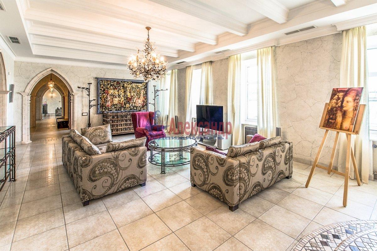 4-комнатная квартира (185м2) в аренду по адресу Якубовича ул., 2— фото 1 из 12