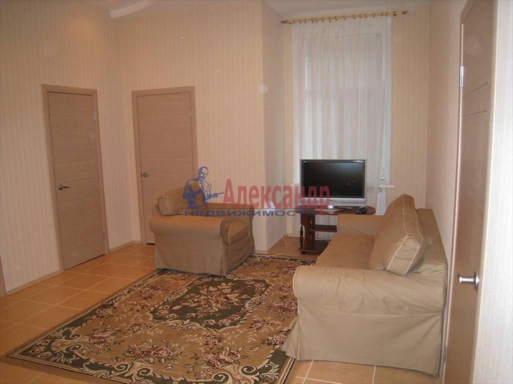 4-комнатная квартира (100м2) в аренду по адресу Кирочная ул., 32— фото 1 из 5