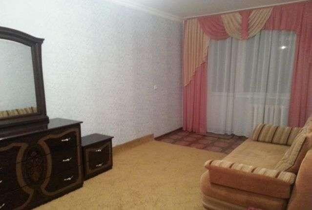 Комната в 2-комнатной квартире (56м2) в аренду по адресу Есенина ул., 28— фото 1 из 1