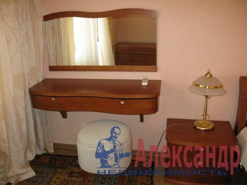 2-комнатная квартира (68м2) в аренду по адресу Галстяна ул., 1— фото 4 из 8