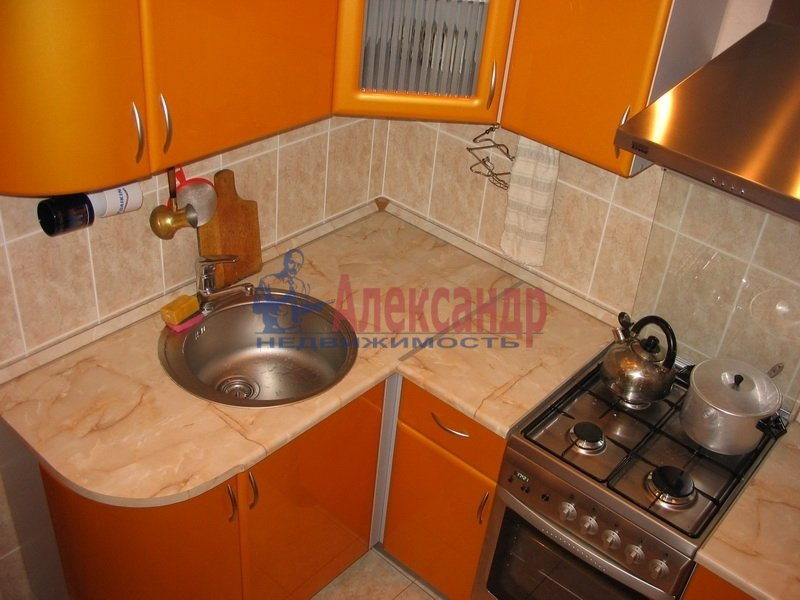 Комната в 2-комнатной квартире (45м2) в аренду по адресу Зайцева ул., 21— фото 1 из 2