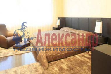 2-комнатная квартира (110м2) в аренду по адресу Рубинштейна ул., 3— фото 2 из 4