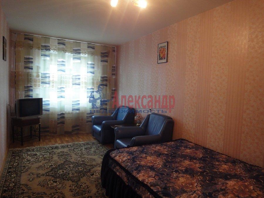 3-комнатная квартира (130м2) в аренду по адресу Композиторов ул., 10— фото 1 из 1
