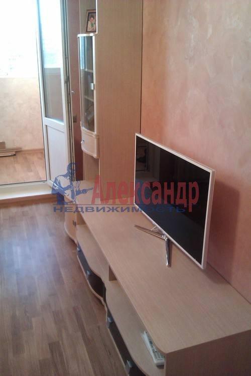 2-комнатная квартира (61м2) в аренду по адресу Коломяжский пр., 26— фото 2 из 12