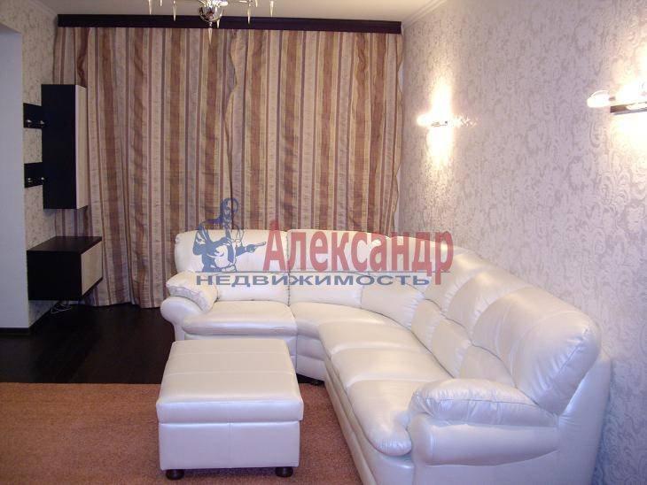 2-комнатная квартира (70м2) в аренду по адресу Петрозаводская ул., 13— фото 2 из 4