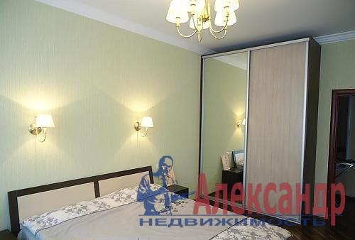 2-комнатная квартира (65м2) в аренду по адресу Декабристов ул., 49— фото 2 из 4