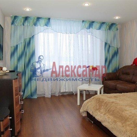 2-комнатная квартира (57м2) в аренду по адресу Бадаева ул., 8— фото 1 из 4
