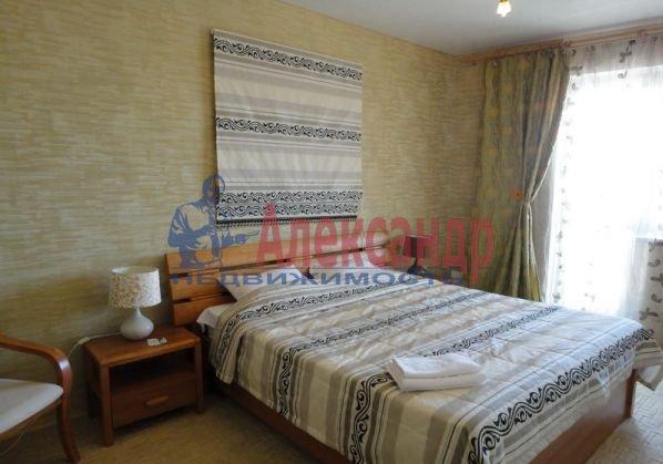 2-комнатная квартира (70м2) в аренду по адресу Кораблестроителей ул., 30— фото 2 из 5
