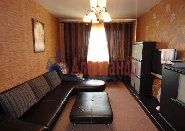 2-комнатная квартира (70м2) в аренду по адресу Кораблестроителей ул., 30— фото 1 из 5