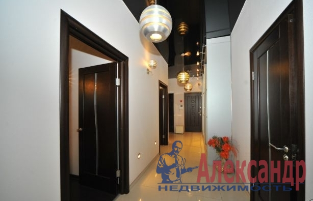 3-комнатная квартира (135м2) в аренду по адресу Оренбургская ул., 2— фото 3 из 4