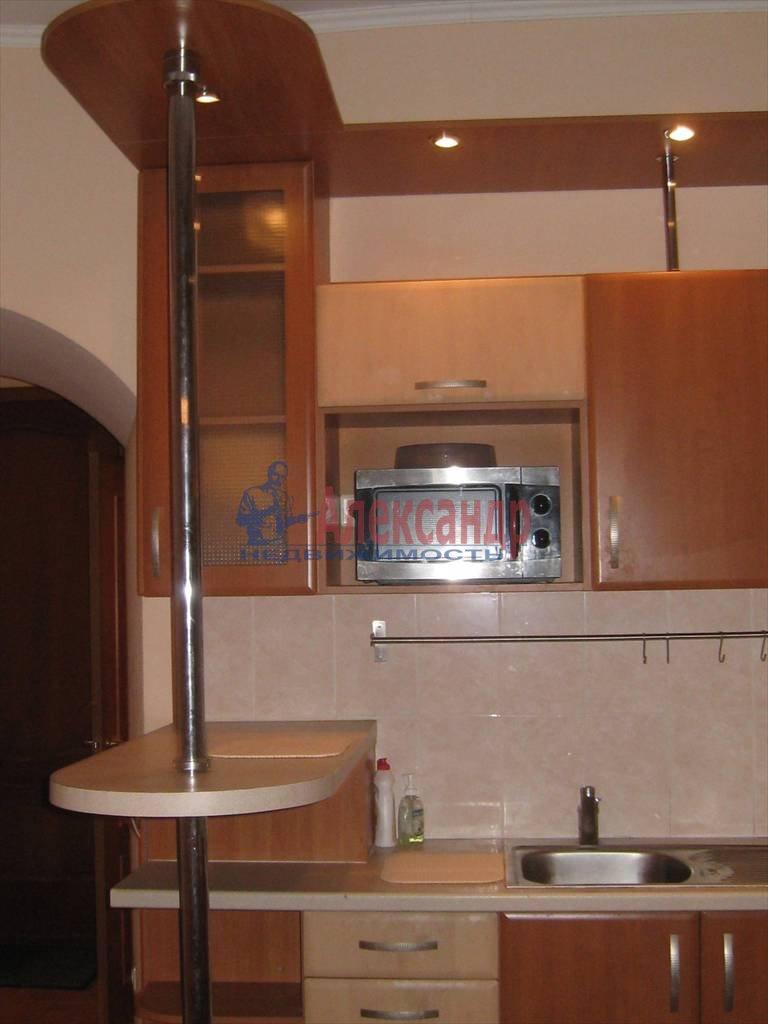 2-комнатная квартира (53м2) в аренду по адресу Типанова ул., 8— фото 2 из 8