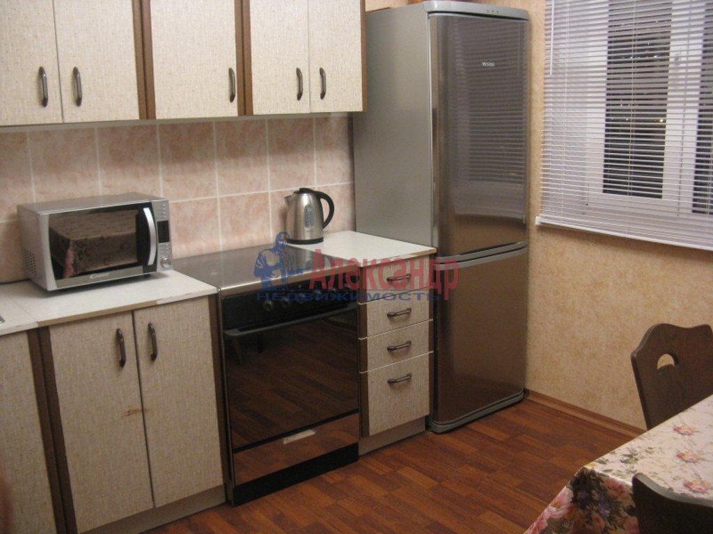 1-комнатная квартира (38м2) в аренду по адресу Просвещения просп., 99— фото 2 из 3