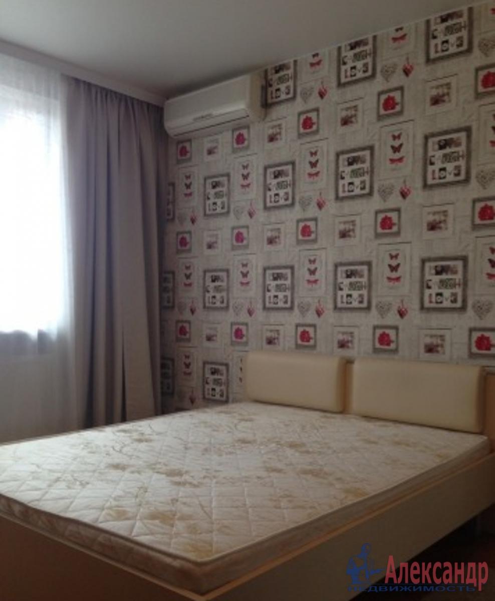 2-комнатная квартира (57м2) в аренду по адресу Оптиков ул., 49— фото 2 из 4