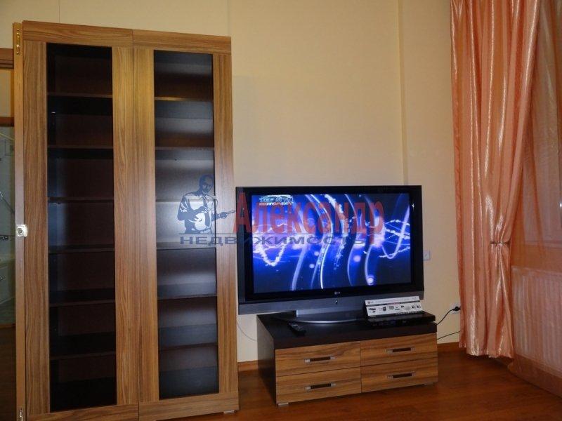 1-комнатная квартира (33м2) в аренду по адресу Латышских Стрелков ул., 15— фото 1 из 4