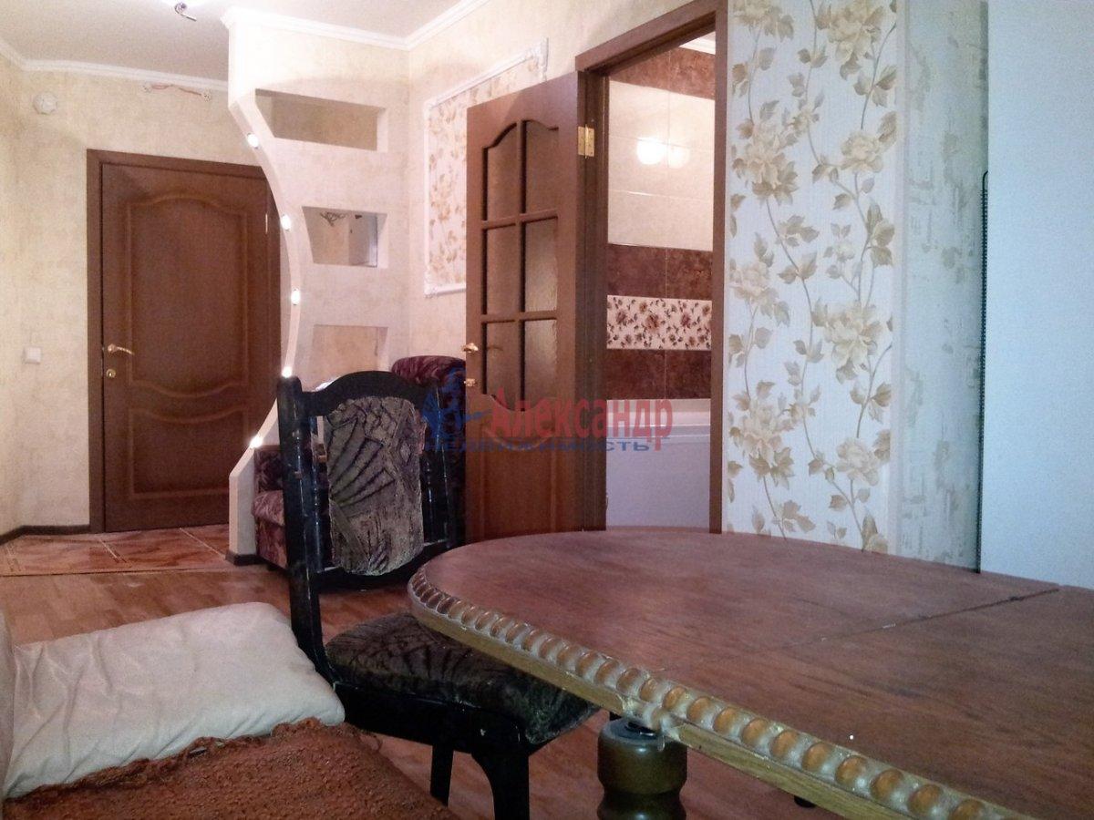 2-комнатная квартира (46м2) в аренду по адресу Шелгунова ул., 7— фото 3 из 16