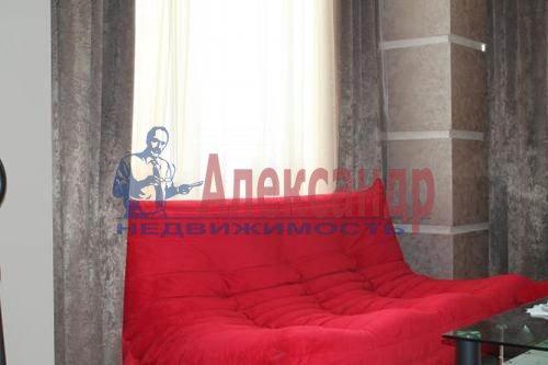 1-комнатная квартира (43м2) в аренду по адресу Кронштадтская ул., 13— фото 3 из 8