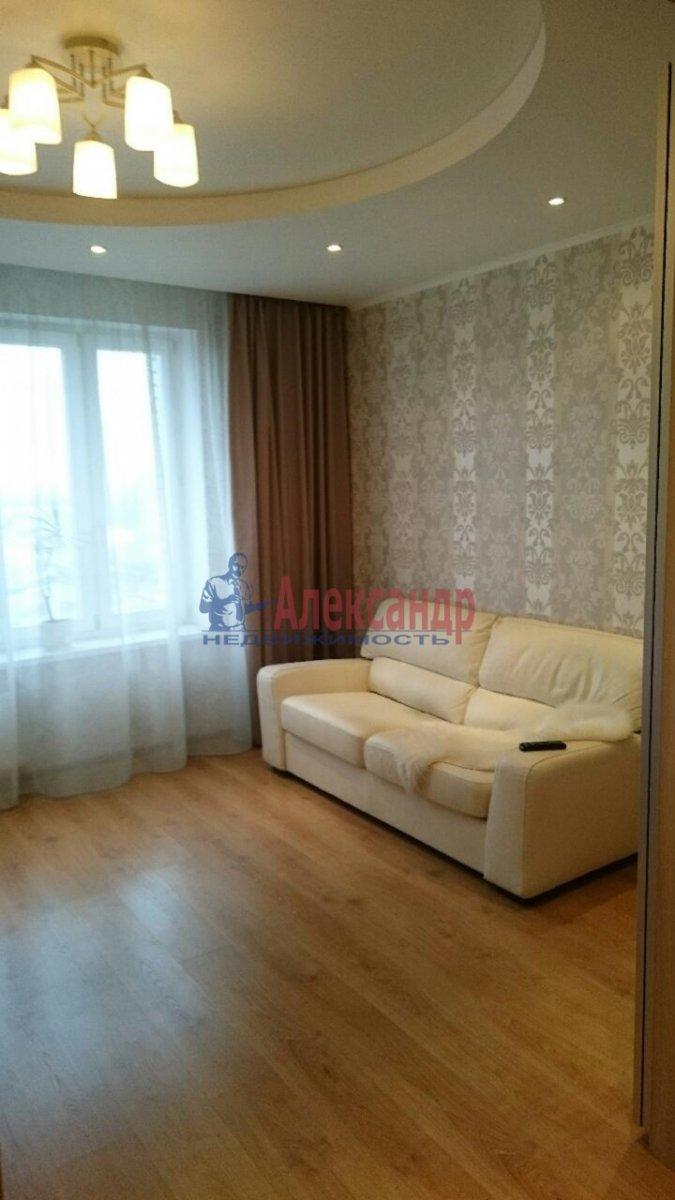 1-комнатная квартира (38м2) в аренду по адресу Луначарского пр., 11— фото 2 из 12