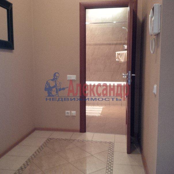 2-комнатная квартира (70м2) в аренду по адресу Кирочная ул., 22— фото 4 из 4