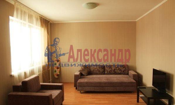 1-комнатная квартира (39м2) в аренду по адресу Брянцева ул., 15— фото 1 из 3