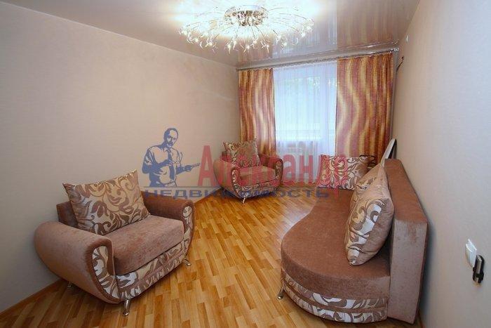 2-комнатная квартира (57м2) в аренду по адресу Бадаева ул., 8— фото 2 из 4