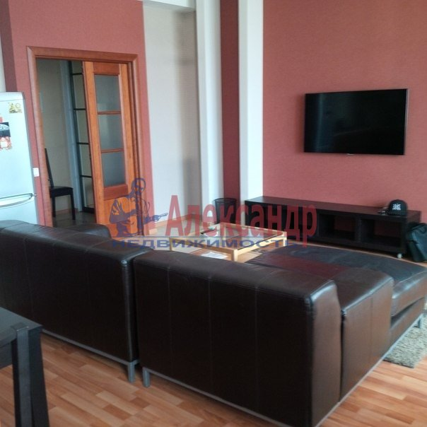 2-комнатная квартира (70м2) в аренду по адресу Кирочная ул., 22— фото 1 из 4