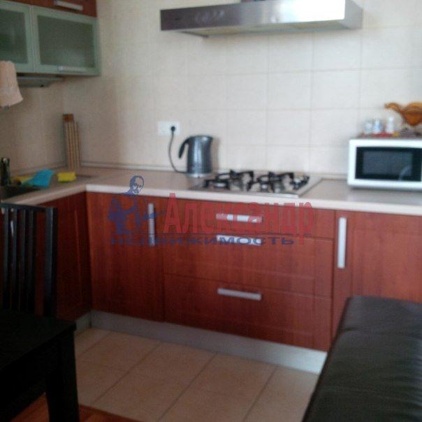 2-комнатная квартира (70м2) в аренду по адресу Кирочная ул., 22— фото 3 из 4