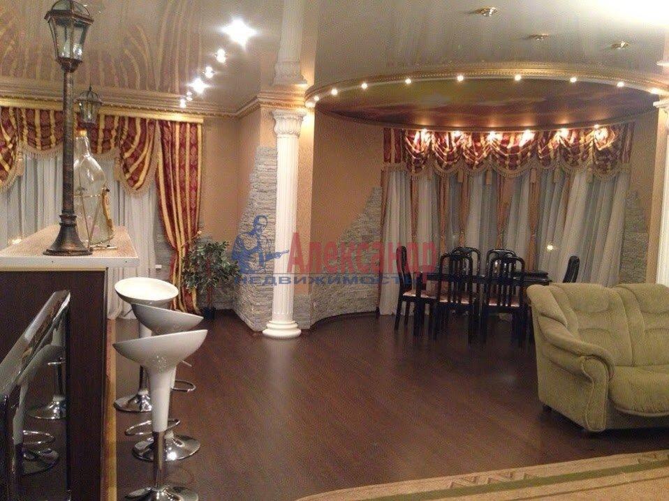 3-комнатная квартира (120м2) в аренду по адресу Выборг г., Московский просп., 9— фото 2 из 6