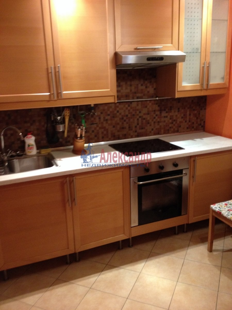 1-комнатная квартира (48м2) в аренду по адресу Галстяна ул., 1— фото 6 из 16