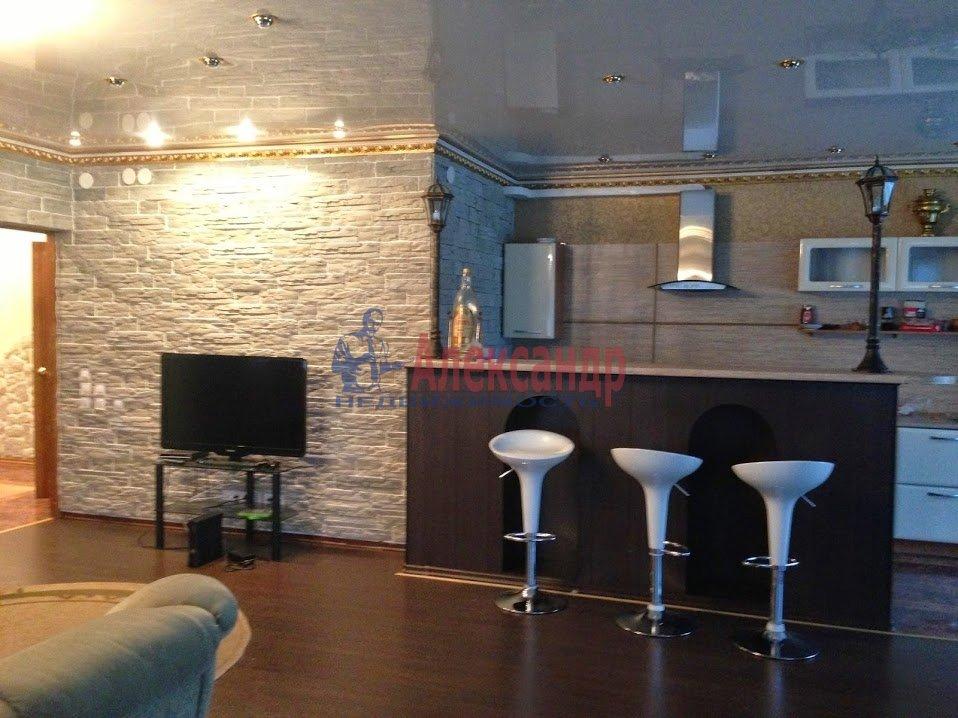 3-комнатная квартира (120м2) в аренду по адресу Выборг г., Московский просп., 9— фото 1 из 6