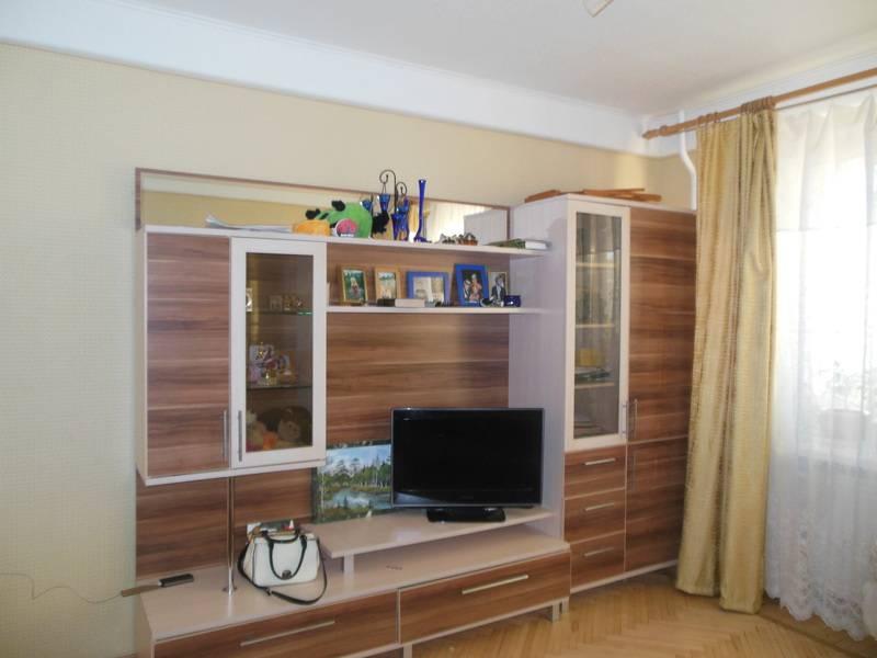 2-комнатная квартира (52м2) в аренду по адресу Брянцева ул., 2— фото 1 из 7