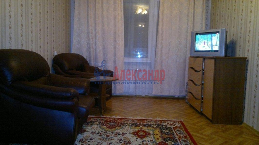 1-комнатная квартира (32м2) в аренду по адресу Учительская ул., 12— фото 1 из 3