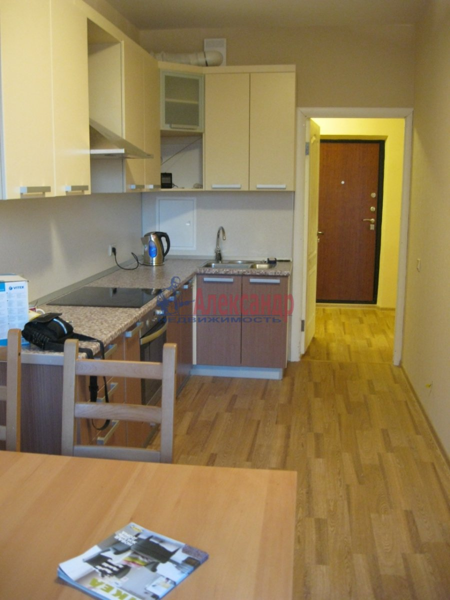 1-комнатная квартира (35м2) в аренду по адресу Дунайский пр., 7— фото 2 из 7