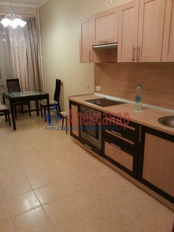 1-комнатная квартира (48м2) в аренду по адресу Киевская ул., 3— фото 1 из 11