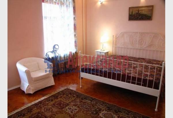 1-комнатная квартира (40м2) в аренду по адресу Реки Мойки наб., 8— фото 3 из 7