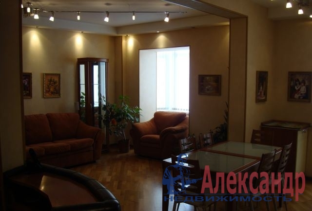 3-комнатная квартира (95м2) в аренду по адресу Комендантский пр., 12— фото 2 из 4