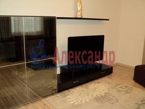 2-комнатная квартира (60м2) в аренду по адресу Типанова ул., 34— фото 5 из 8