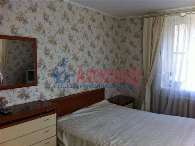 2-комнатная квартира (50м2) в аренду по адресу Передовиков ул., 11— фото 1 из 9