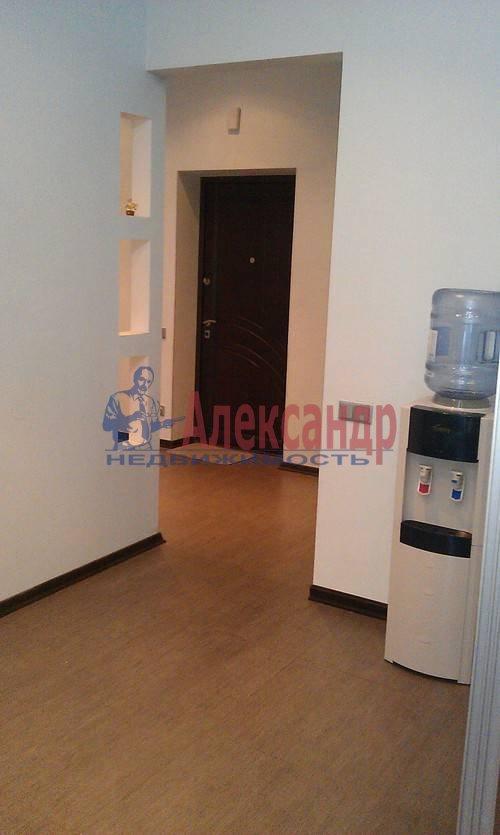 1-комнатная квартира (60м2) в аренду по адресу Коломяжский пр., 15— фото 3 из 19
